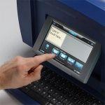 """Большой сенсорный экран принтера BBP85 с функцией перемещения """"Drag & Drop"""" и автоматической оптимизацией размера."""