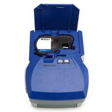 Принтер BMP53 использует сменные картриджи с различными материалами.
