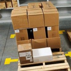 Складская этикетка Brady B-424 для товарной маркировки упаковки.